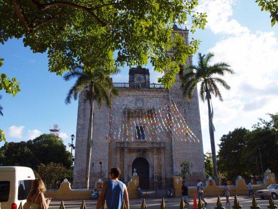 Plaza e Parque Francisco Canton: Chiesa