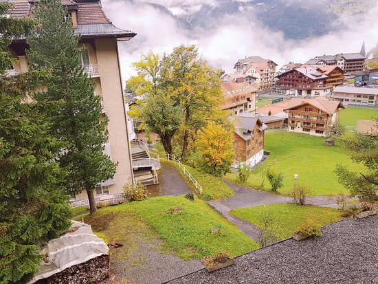 Hotel Falken Wengen: The back lane to/from the train station. It is the one without railings