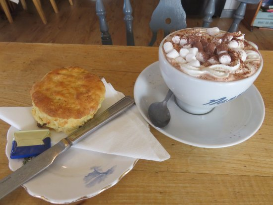 Shieldaig, UK: Hot Chocolate and a Scone