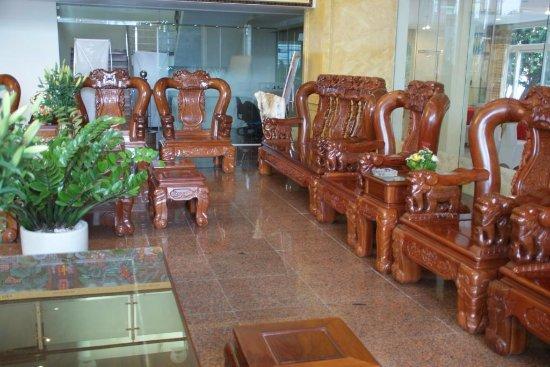 Hall d\'entrée et fauteuil en bois massif - Photo de Hoang ...