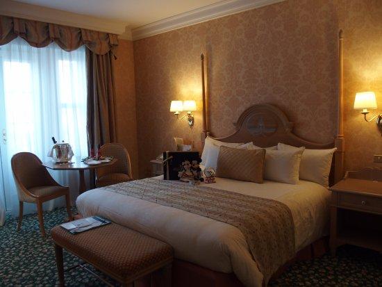 la chambre 2307 picture of disneyland hotel chessy tripadvisor. Black Bedroom Furniture Sets. Home Design Ideas