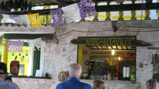 Ana Banana Bar & Grill : Visitors sign their names to the walls of the cafe