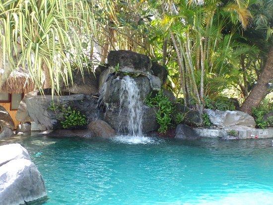 Cascade de la piscine picture of intercontinental bora - Cascade pour piscine ...