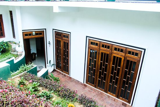 Kandy Guest House: Front View