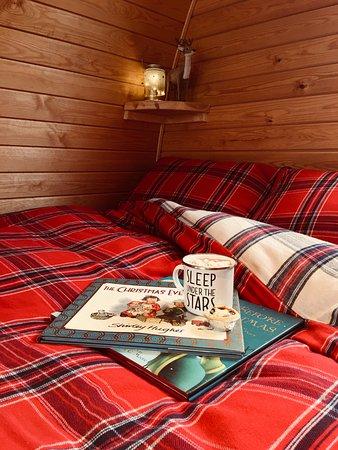 Settle, UK: Festive bedding in a Green Top pod