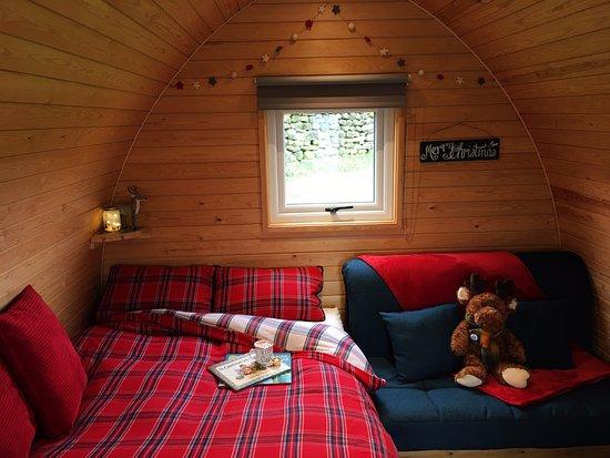 Settle, UK: Green Top pod with festive bedding