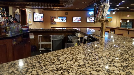 Norwich, CT: Bar Counter