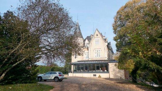 L'Orangerie du Chateau des Reynats : Château le matin