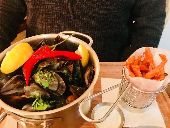 Meze Restaurant: photo0.jpg