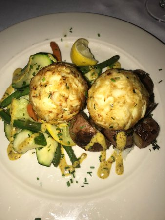 Carrol's Creek: Maryland Crab Cakes