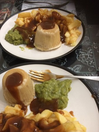 Leigh, UK: Pudding chips peas and gravy