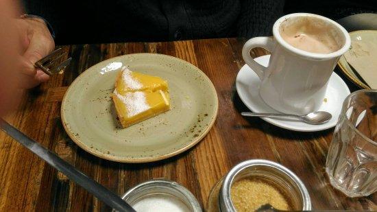 Spring Espresso : Carrot cake and lemon tarte
