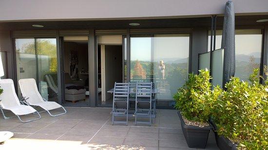 Irenaz Resort Hotel Apartamentos: Terrasse mit Sunbeds