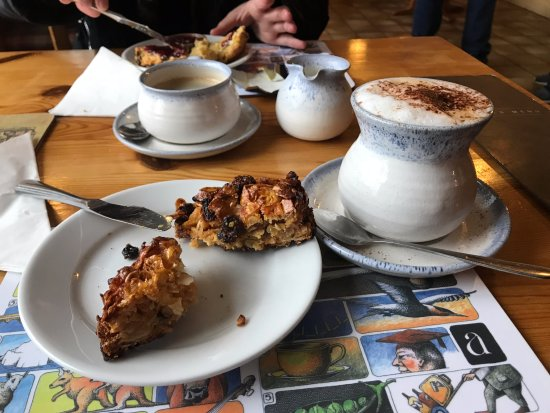 Strathcarron, UK: Cappu met scone en amandelkoek