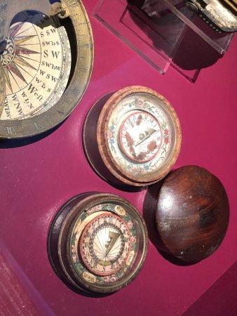 Real Planetario Eise Eisinga: Note the hand held sundials.