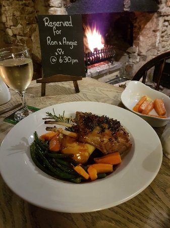 Upwey, UK: Saturday evening roaring fire amazing food and brilliant pub. What more could you want oh and wi