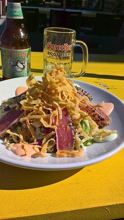 Sheboygan, WI: salade de thon, malheureusement avec plein de friture dessus!