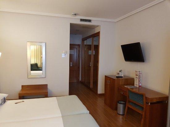 Tryp Madrid Atocha Hotel: 20170927_173629_large.jpg