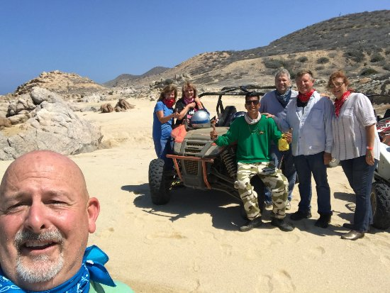 Xtreme Adventure Cabo: Extreme Adventures tour, Vidal in the middle in the Green shirt