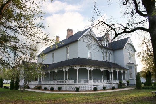 Tour the Victorian mansion where history is fun -- Falcon Rest Mansion & Gardens, McMinnville, T