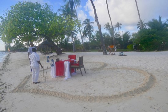 The Residence Zanzibar: Beach: setting up a special space for honeymooners