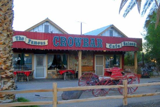 Shoshone, CA: Bar across the street from the Inn