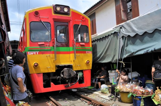 Samut Songkhram, Tailandia: Maeklong Railway Market