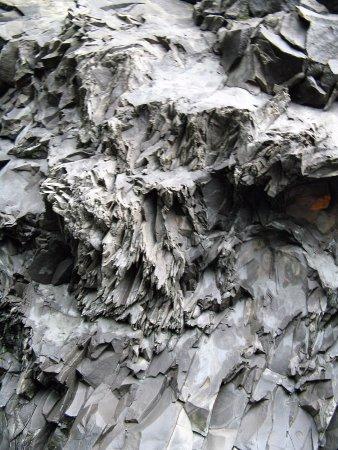 Black Sand Beach: Lava flow formations