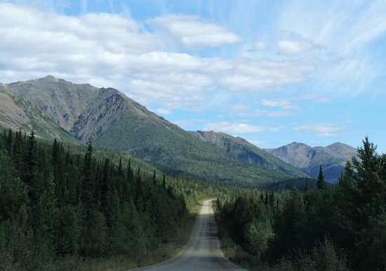 Tombstone Territorial Park: Drive to the Tomstone Territorial Park