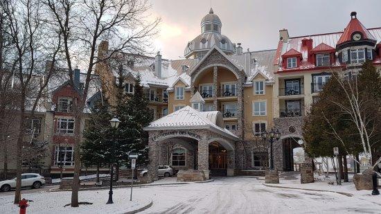 Sommet des Neiges: Front of the hotel