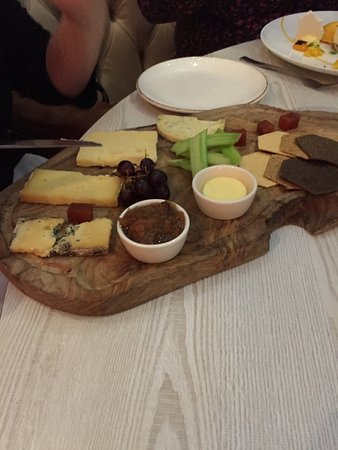 Branches Restaurant, Bar and Grill: Cheese board