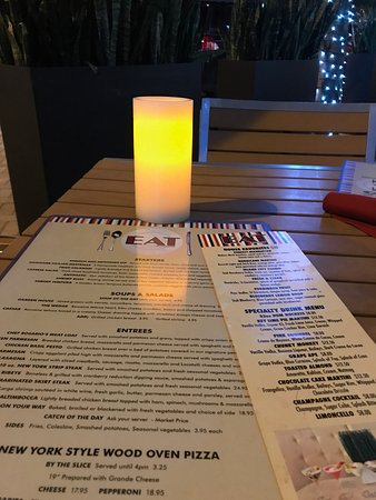 Wilton Manors, FL: Menu/outside table