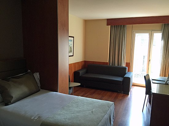 Catalonia Diagonal Centro: Room 606 - with two beds