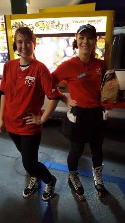 Santee, Καλιφόρνια: Brittany Our Order Taker & Katelyn Our Car Hop
