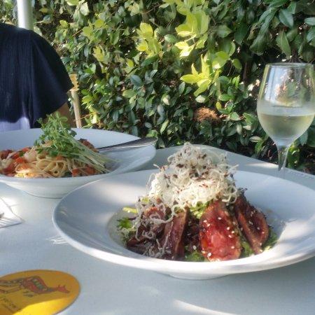 Nelson Bay, Australia: prawn linguine - thai beef salad