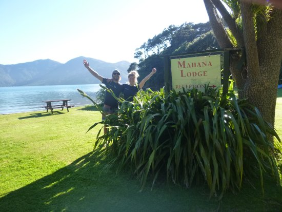 Endeavour Inlet, Yeni Zelanda: Amazing English Hosts Leanne & Reece