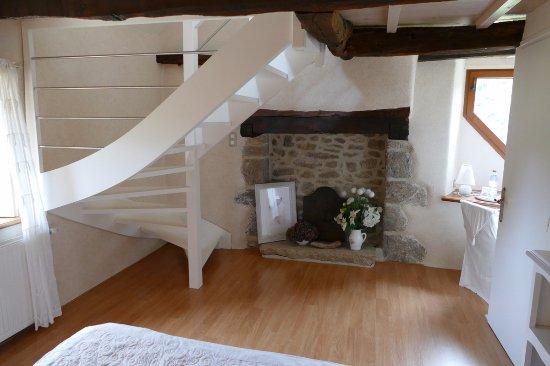 Le Cloître-Saint-Thégonnec, France: chambre cheminée