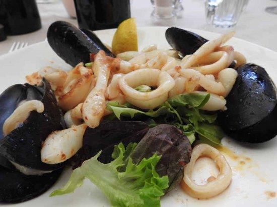 Milton, Austrália: Pan-fried-squid-garlic-chilli-mussals