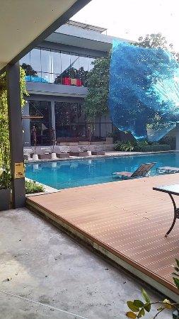 Racha Thewa, Thailand: Pool view to the main building
