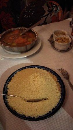 Montesson, France: Environ 30€ par personne pour un repas apéritif plat dessert vin thé, extrêmement correct