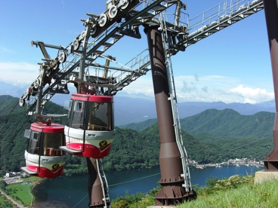 Takasaki, Japan: 夏のロープウェイ。榛名湖を望む。