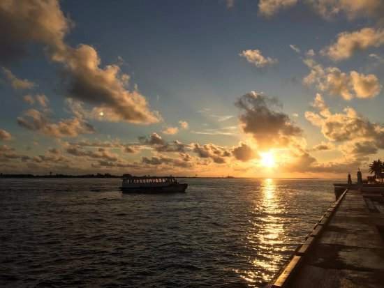 Kaafu Atoll: The dusk