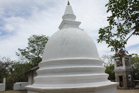 Tangalle, Sri Lanka: Dagaba on the highest level