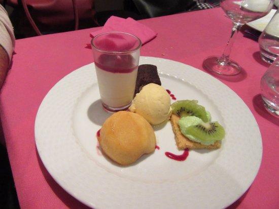 Gray, France: dessert gourmand