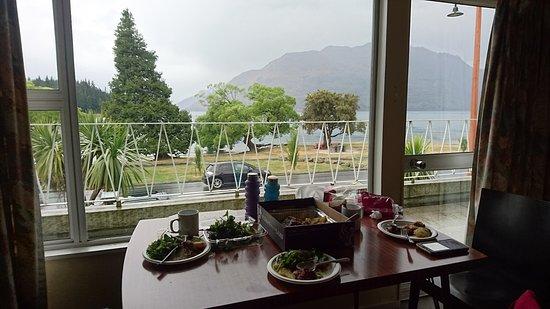 Lakeside Motel: lake view lunch