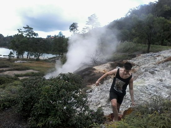 Tomohon, Indonezja: You can make trek to this area but becareful you must have guide knows this place.photos. www.gu