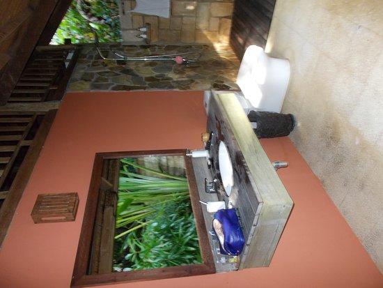 Mango Bay Resort: SALLE DE BAIN EN PLEIN AIR
