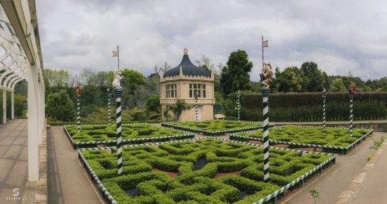 Hamilton Gardens: Tudor Garden