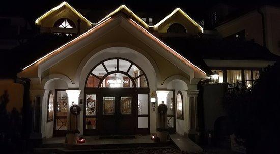 Neuhofen an der Ybbs, Østrig: Hoteleingang bei Nacht