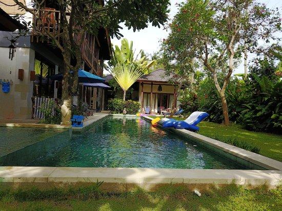 Nusa Indah Bungalows & Villa: Villa, Pool und Bungalow